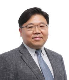 2018.11 신정섭 증명사진.jpg